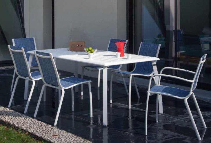 Table Azuro + chaises et fauteuils Linea