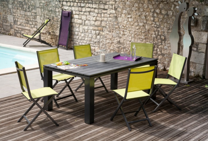 Table Elena + chaises Thema