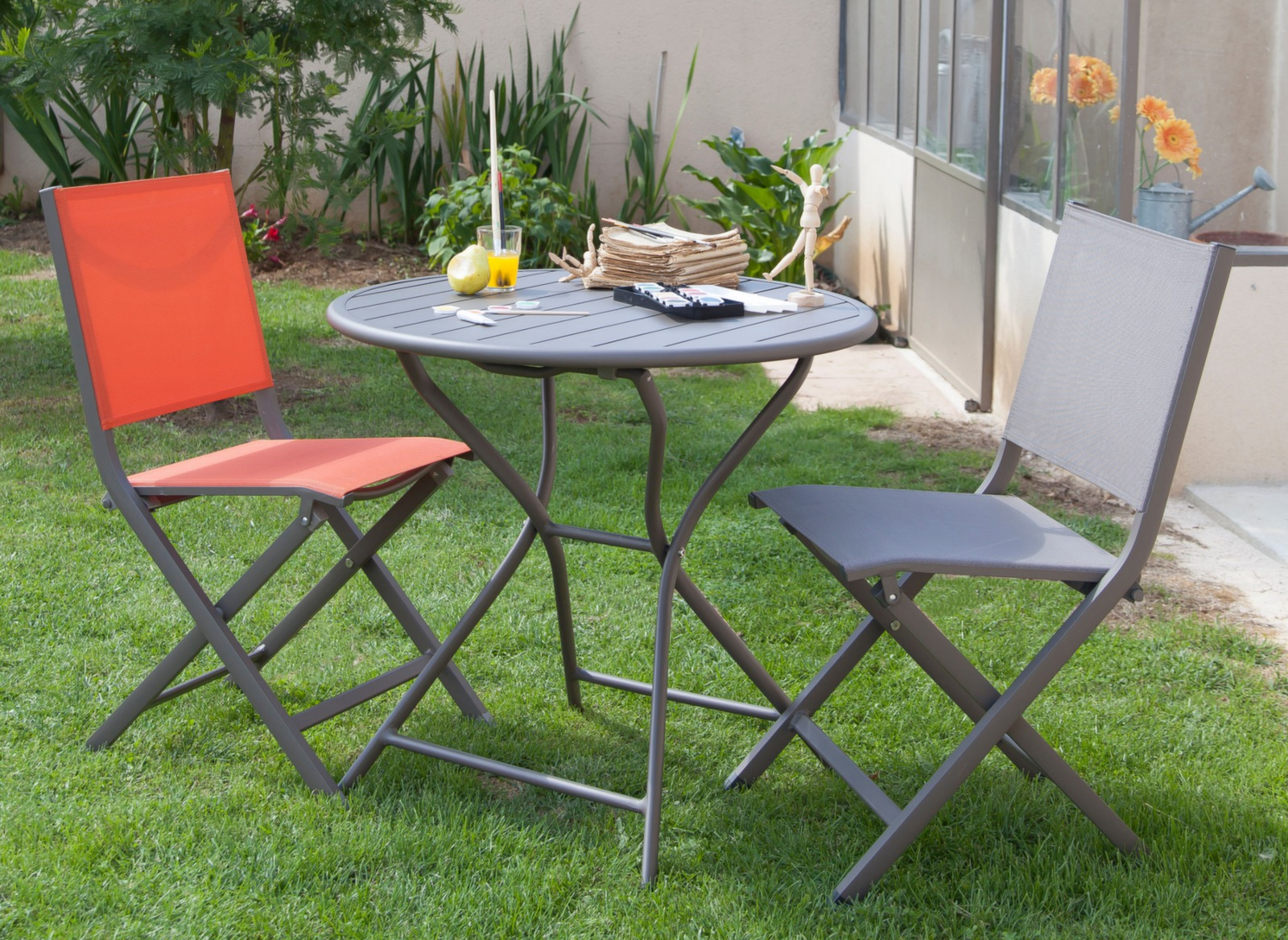 Chaises de jardin en aluminium thema proloisirs for Table pliante chaise integree