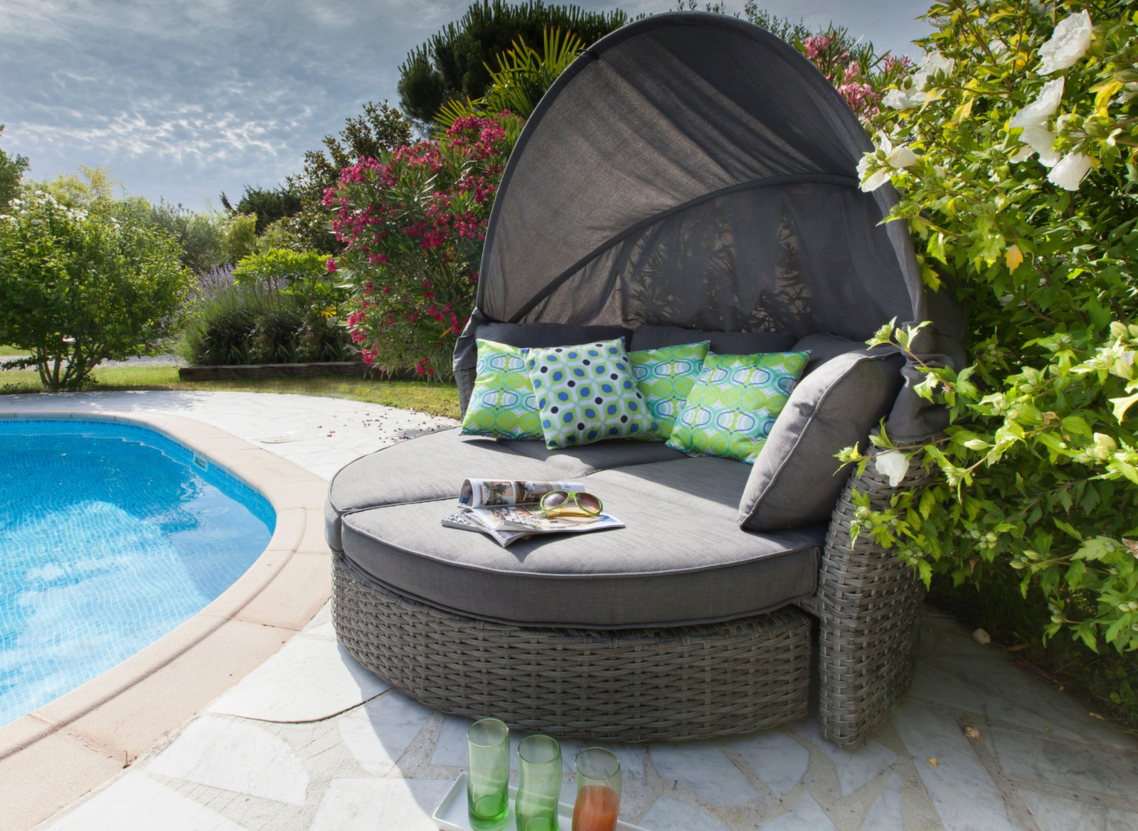 Canap lit d 39 ext rieur toit rabattant minois mobilier - Lit sofa rond exterieur ...