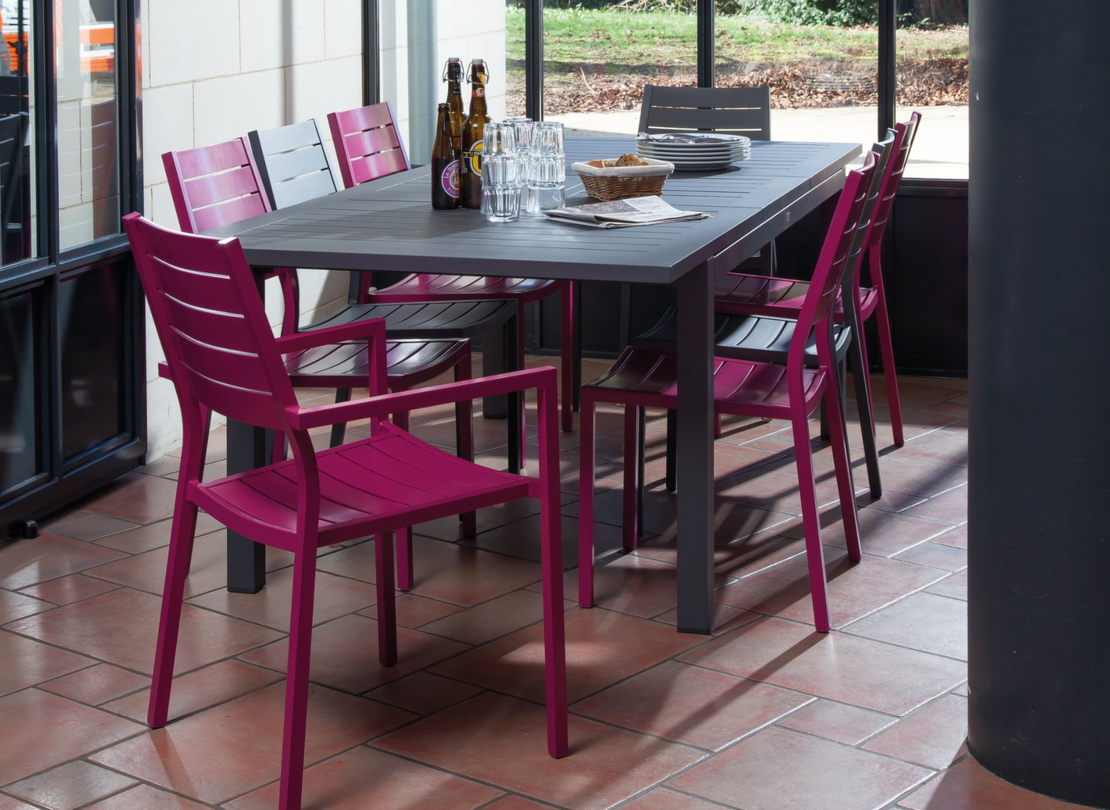 Salon jardin table turin 4 chaises 2 fauteuils oc o for Ambiance tables et chaises reims