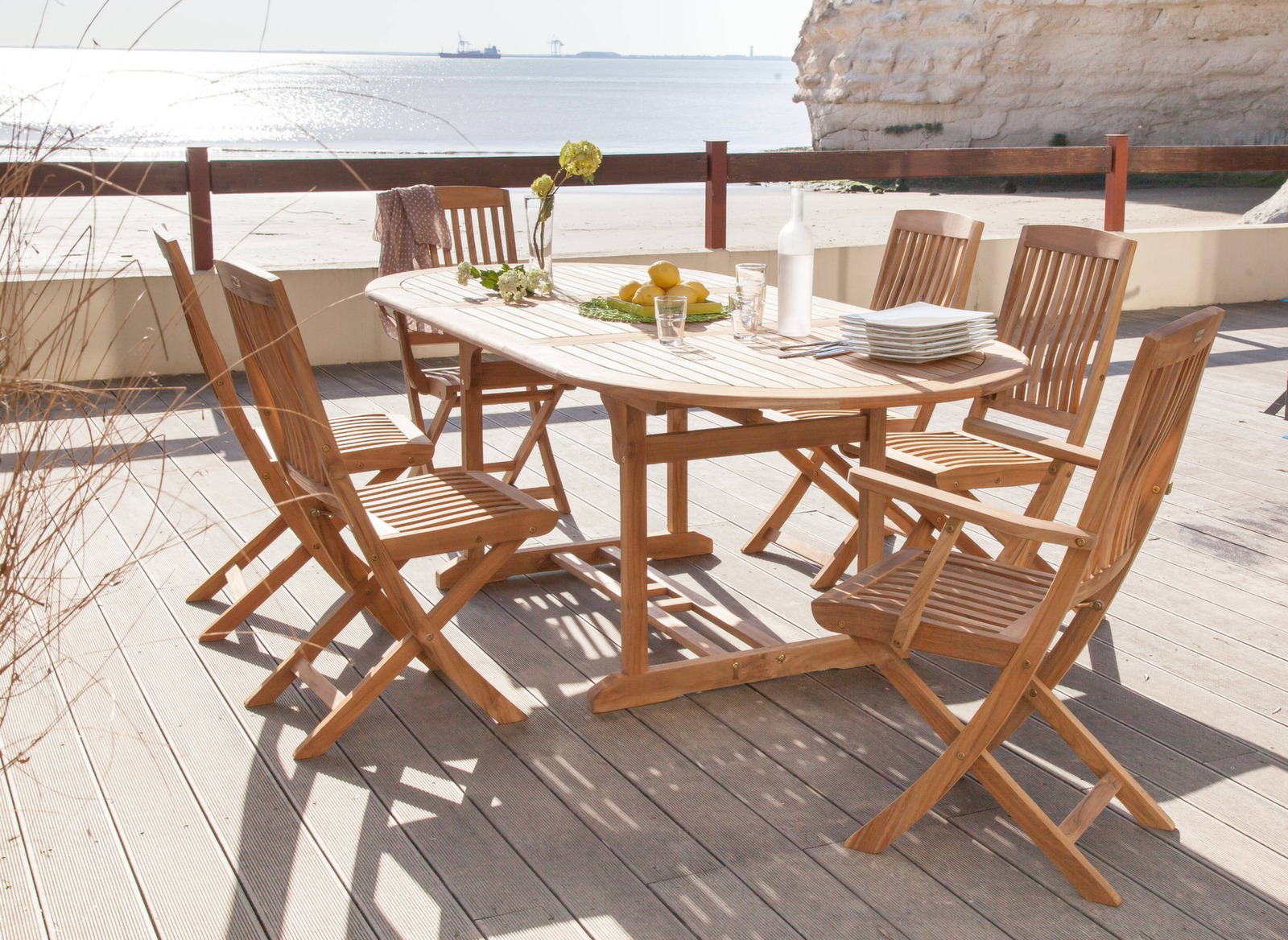 Table de jardin arrondie en teck Hampton - Gamme Alizé - Proloisirs