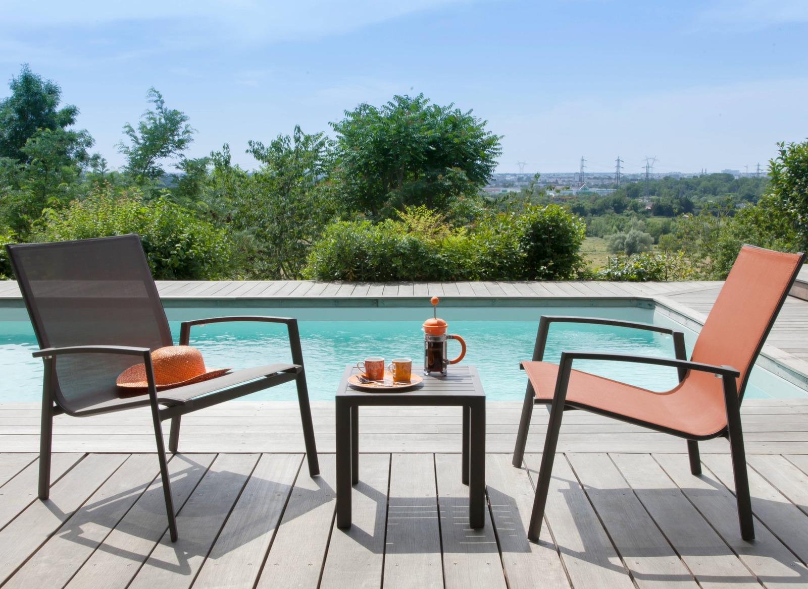 Salon d tente ext rieur gris orange palma table basse for Table exterieur orange