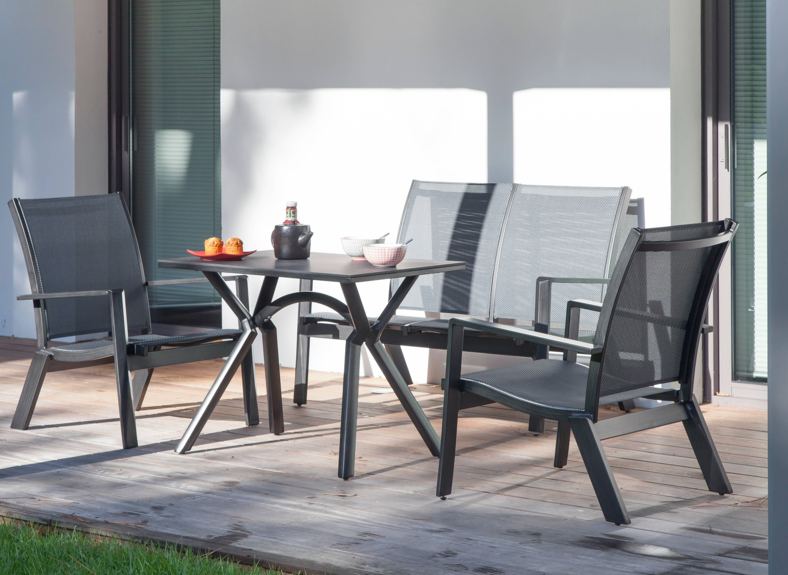 table loane pour salon d 39 angle finition brush tables de jardin meubles de jardin en ligne. Black Bedroom Furniture Sets. Home Design Ideas