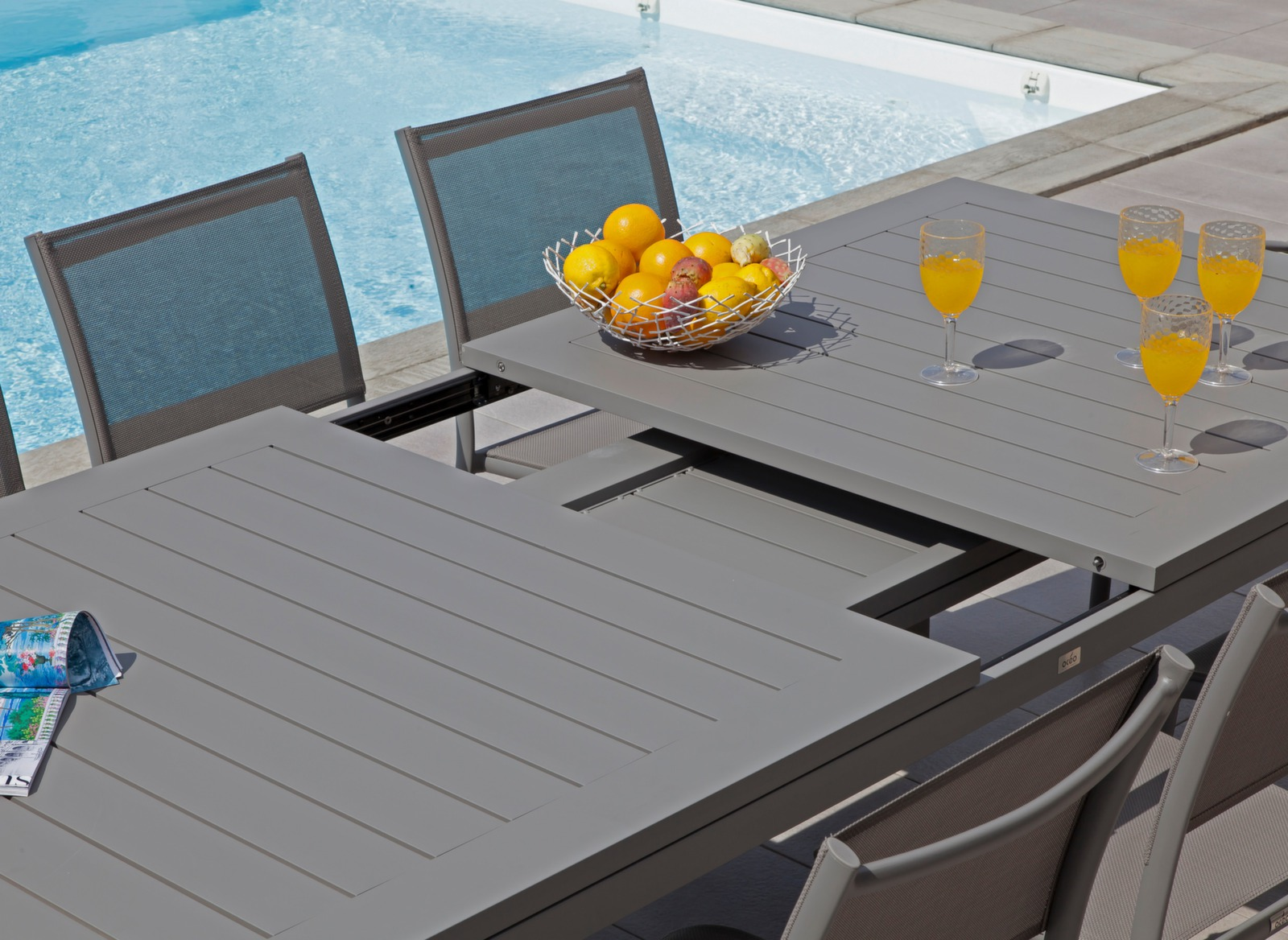 Table de jardin aluminium 12 places aurore oc o proloisirs for Table exterieur 10 personnes