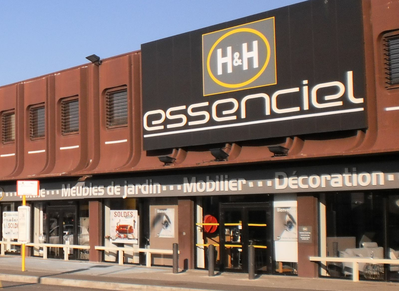 Essenciel à Aix les Milles (13 290), Bouches du Rhône
