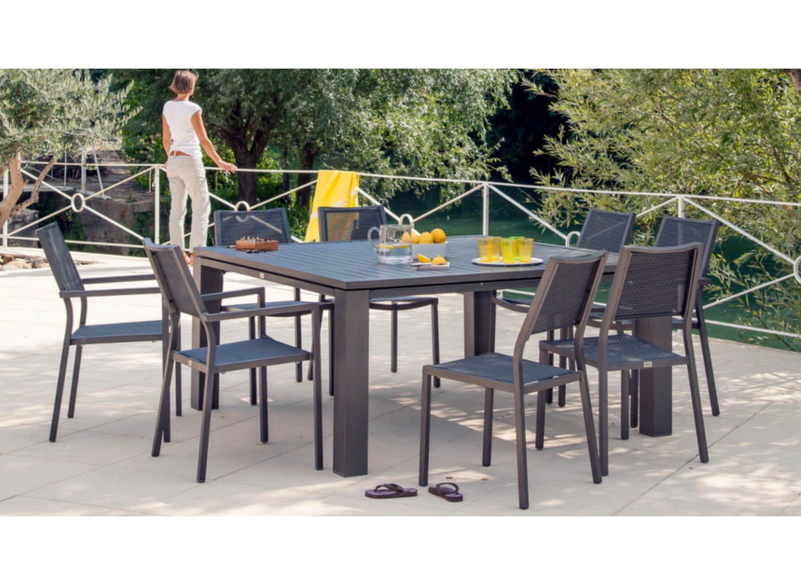 Table Fiero 144x144cm - Meuble de jardin design Proloisirs