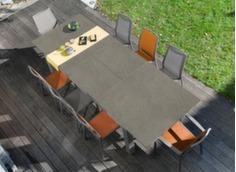 Salon de jardin avec chaise orange et grise à accoudoirs Ida