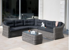 Canapé d'angle Madinina avec petite table de jardin en résine