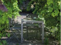 Guéridon MT 73 cm coloris taupe + 2 chaises pliantes