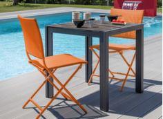 Guéridon MT 73 cm coloris grey + 2 chaises pliantes