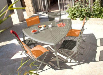 Table Azur triangle + 6 chaises Elégance