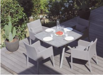 Table Loane 110 x 110 cm plateau Trespa® + 4 fauteuils