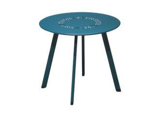 table basse de jardin avec plateau perforé